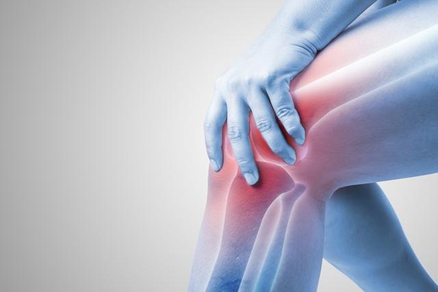durere învinețită la nivelul articulațiilor
