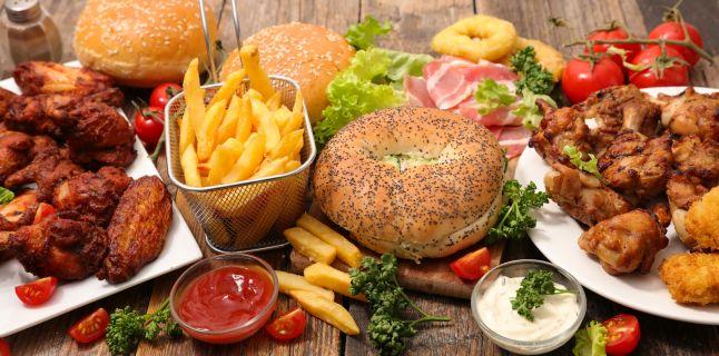 Cum diferentiem indigestia de intoxicatia alimentara?