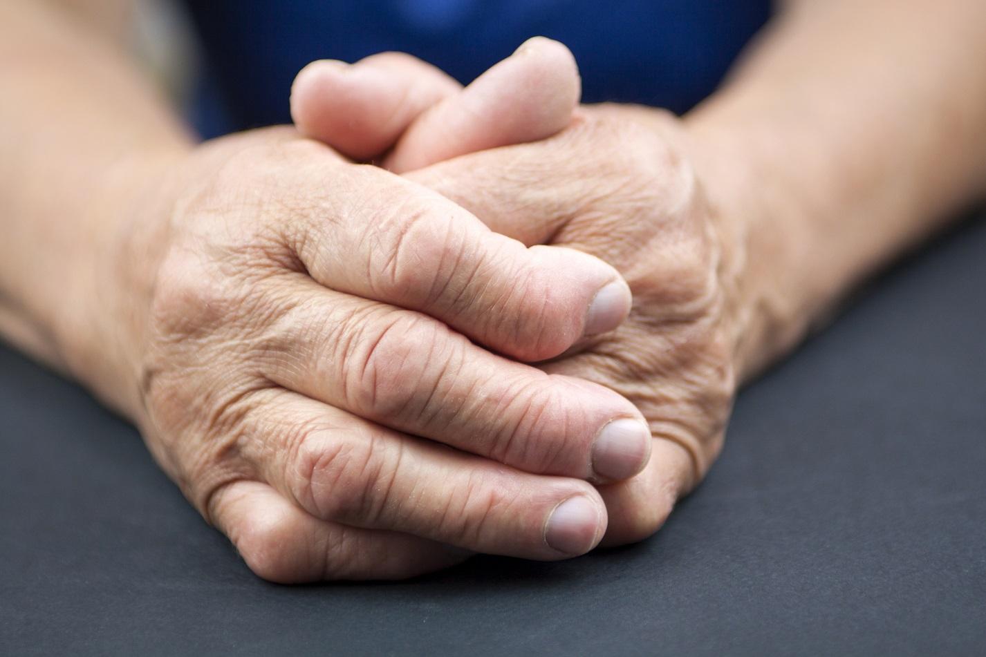 este deformarea artrozei articulației șoldului posibil în armată