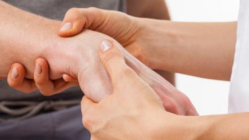 artrita reumatoidă a articulațiilor mici ale piciorului