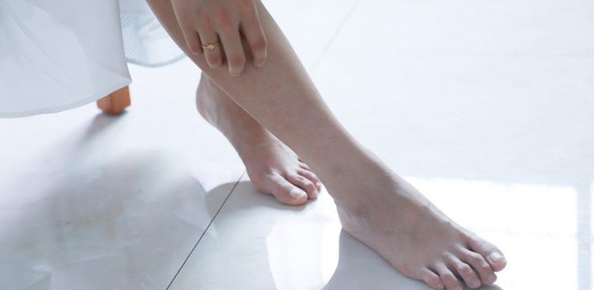 cine să contacteze dacă articulațiile picioarelor doare