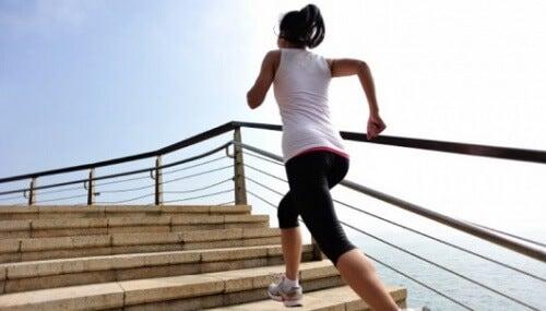 dureri la genunchi când coborâm scările