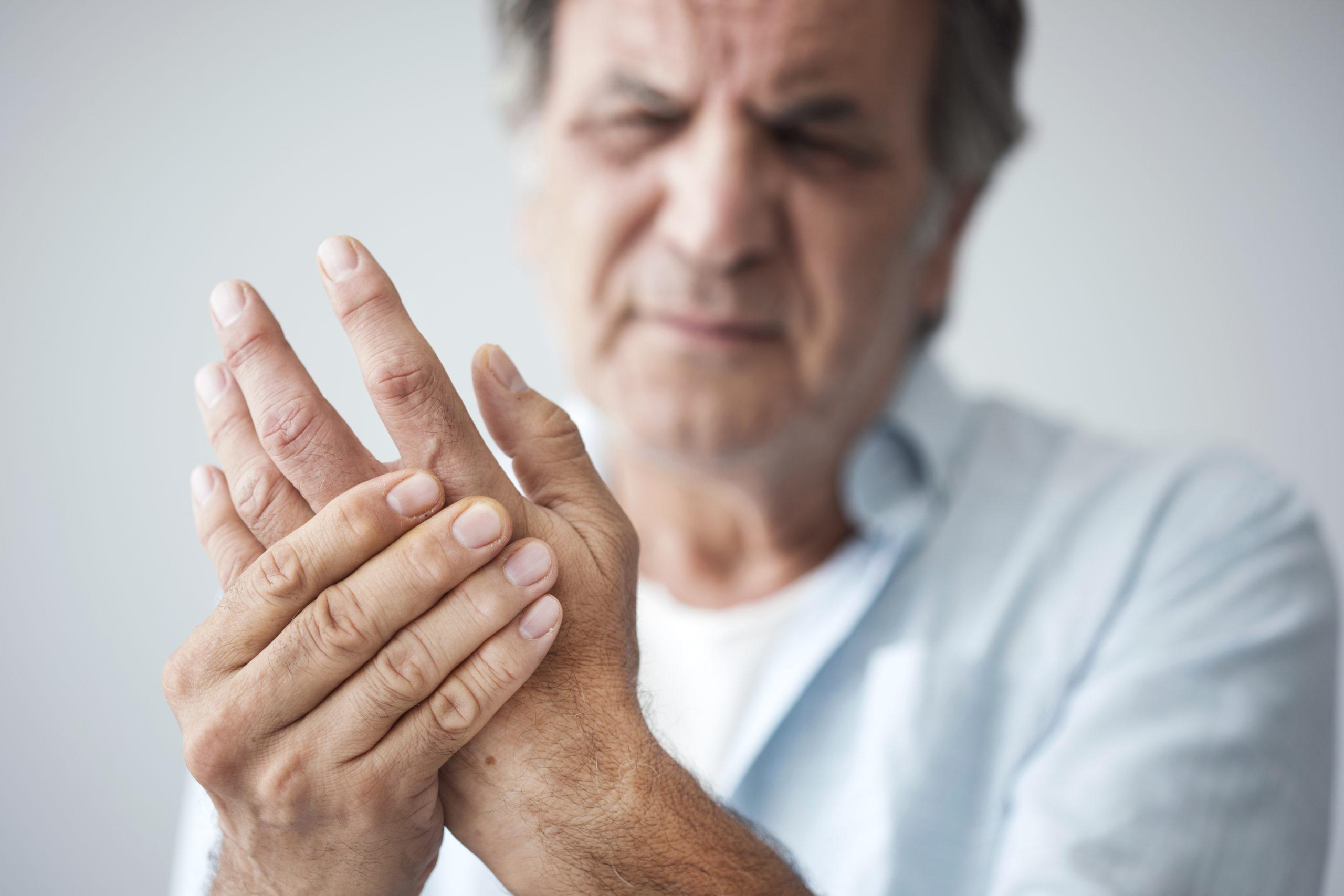 de ce durerea articulațiilor picioarelor dimineața Cauza tratamentului durerii la cot