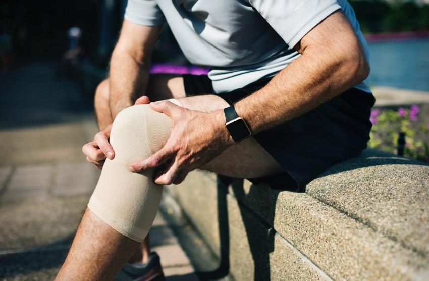 Boala de genunchi sinovita,