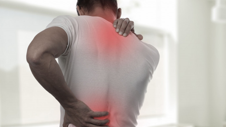 un bărbat doare o articulație de umăr dureri articulare pe partea stângă a corpului