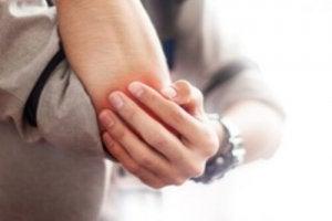 dureri articulare pe deget decât pentru a trata reumatism cum durerea articulațiilor