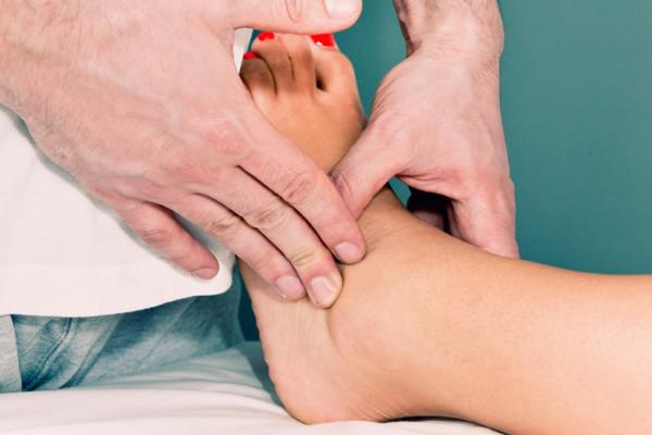 edem pentru tratarea gleznei articulația cotului doare de ce