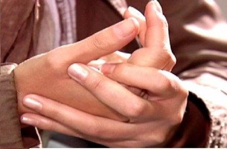 articulațiile umflate ale mâinilor