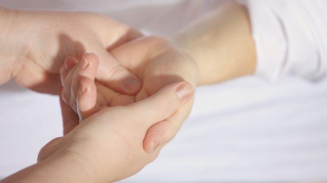 durere bruscă în articulațiile degetului mare
